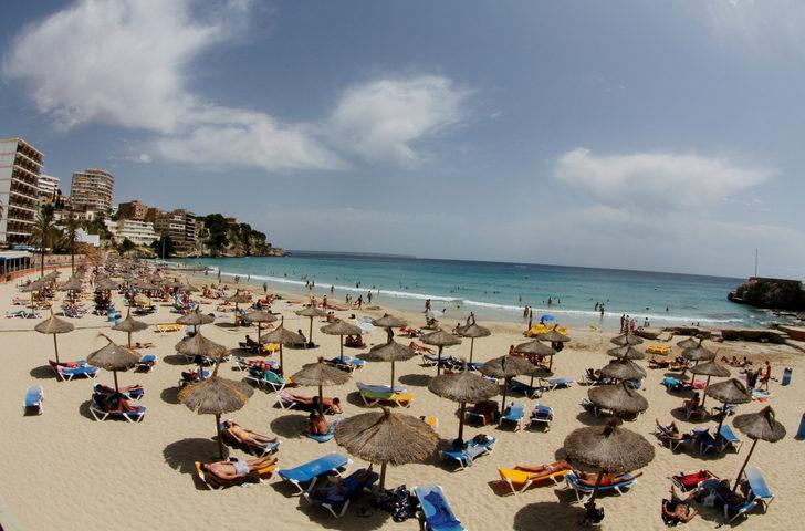 İspanya'da sahillere koronavirüs önlemi!