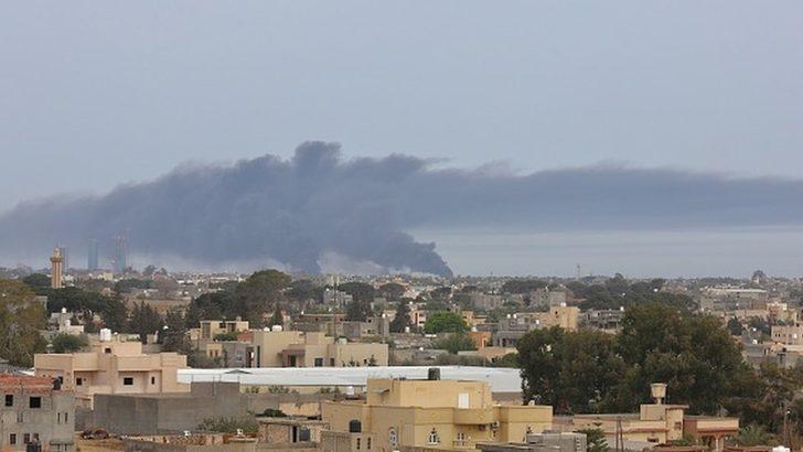 Libya'nın başkenti Trablus'taki Mitiga Havalimanı'na roketli saldırı düzenlendi