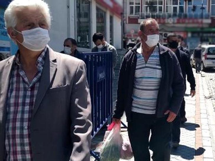 Rize'de uyarılara rağmen caddelerde hareketlilik sürüyor! Vali Yardımcısı'ndan açıklama
