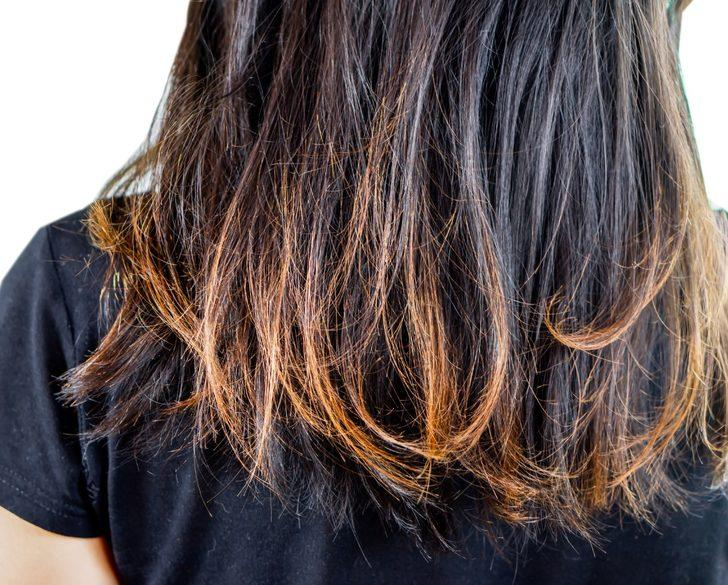 Bu yöntemlerle yıpranmış saçlarınızı onarabilirsiniz! Fındık yağı, çilek...