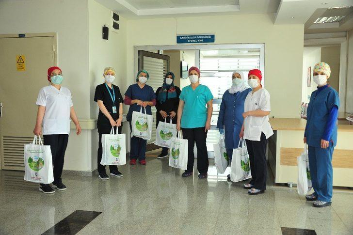 Karaman Belediyesi, Hemşireler Günü'nde sağlık çalışanlarını unutmadı