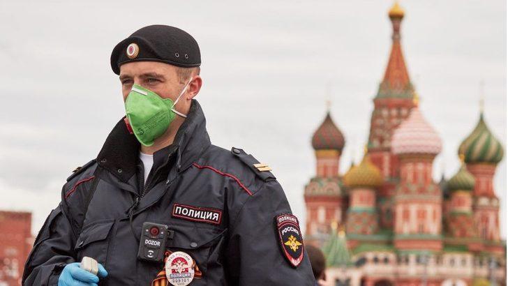 Koronavirüs: Rusya dünyada vaka sayısında ikinciliğe yükseldi, Covid-19 ülkede hayatı nasıl etkiledi?