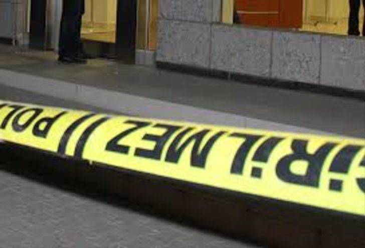 İzmir'de maskeli soyguncu kuyumcudan altın çalarak kaçtı