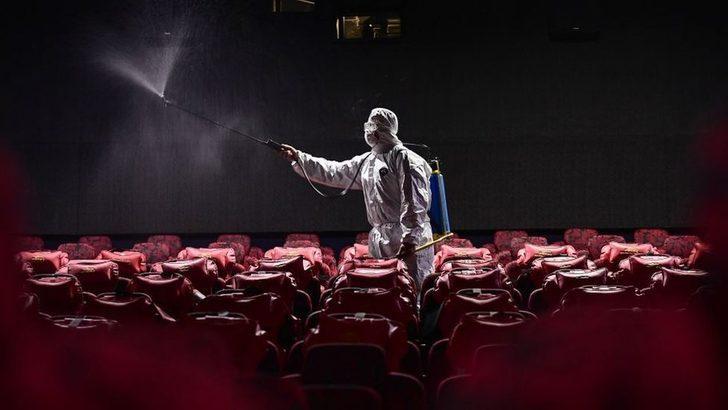 Koronavirüs: Sinema yazarları karantinada ne izliyor?