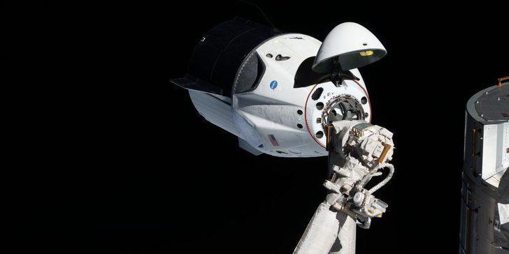 SpaceX, uzay aracı kullanabileceğiniz Crew Dragon simülatörünü herkese açtı!