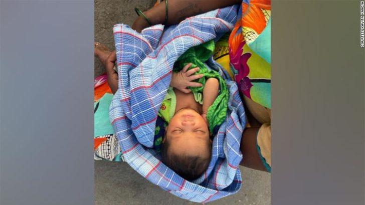 Doğum yaptıktan sonra bebeği ile birlikte 160 km yürüdü