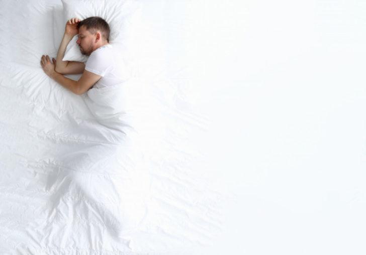 Oruçluyken uyumak orucu zedeler mi?