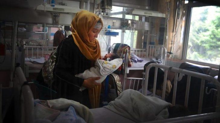 Afganistan'daki kadın doğum kliniği saldırısı: 'Anneleri öldürmeye geldiler'