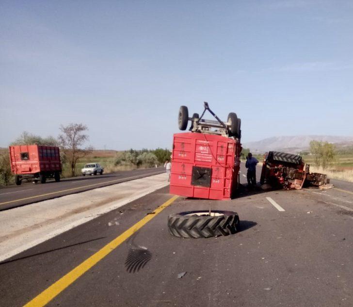 Traktörle kamyon çarpıştı: 3 yaralı