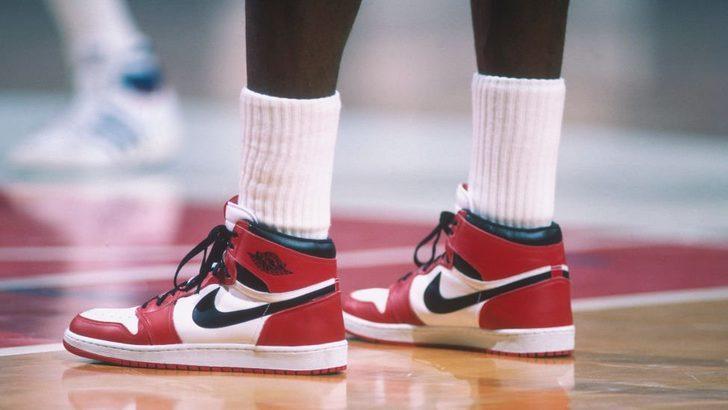 Michael Jordan'ın NBA'deki ilk sezonunda giydiği ayakkabılar açık artırmada 560 bin dolara satıldı