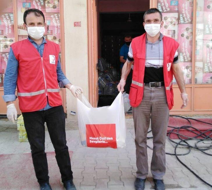 Mesut Özil'den Hisarcık'ta 50 aileye yardım kolisi