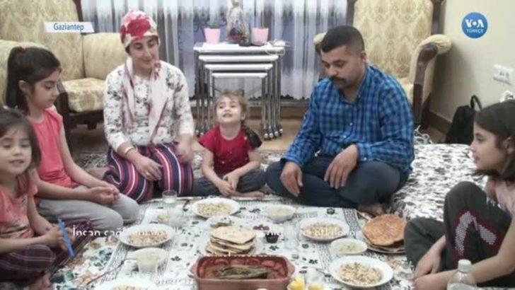 """Salgın Gölgesinde Ramazan Sofrası: """"Virüs İnsanları Yalnızlaştırıyor"""""""