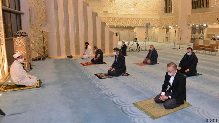 Almanya'da camiler tamamen ibadete açılıyor