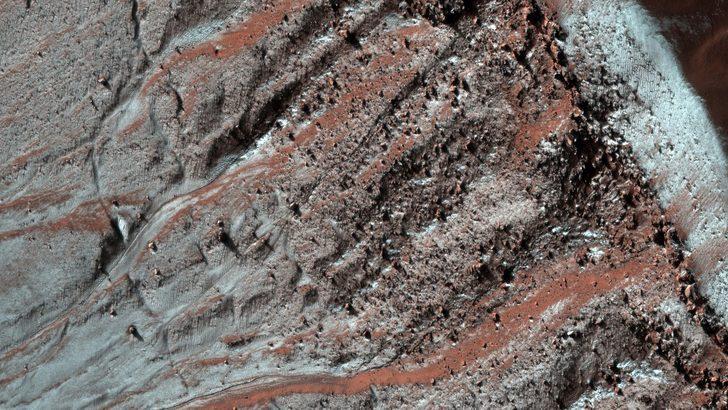 Mars: Kızıl Gezegen'in yüzeyindeki çamur 'lav gibi hareket ediyor'
