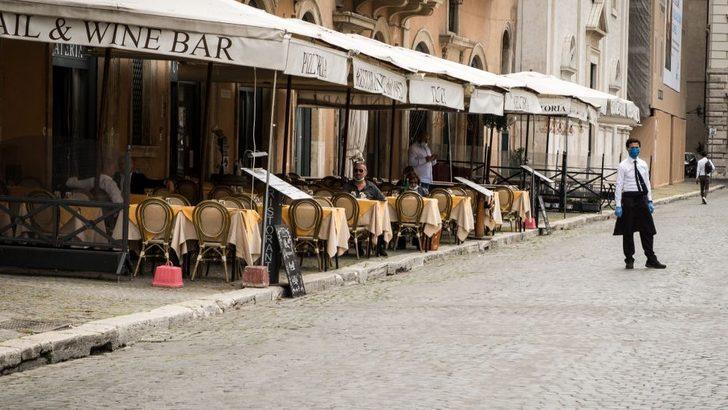 Roma'da koronavirüs karantinası sonrası 'yeni normal': Garsonlara özel hayatınızı açıklamak