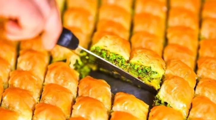 Ramazan Bayramı'nda hangi dükkanlar açık? Bakkal, market ve tatlıcılar hangi gün hangi saatlerde açık olacak?