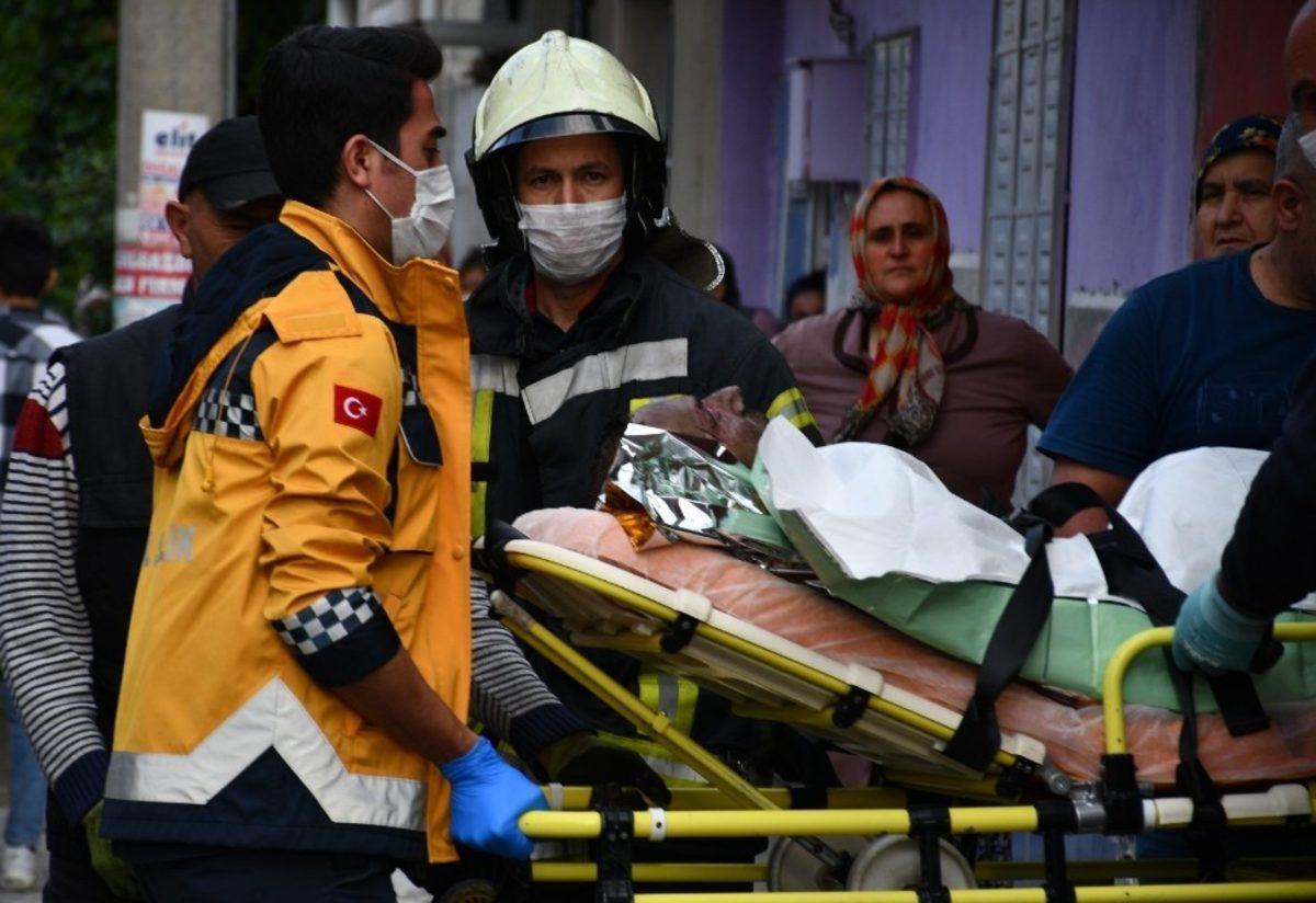 Manisa'da dehşete düşüren olay! Alevler içinde sokağa fırladı ...
