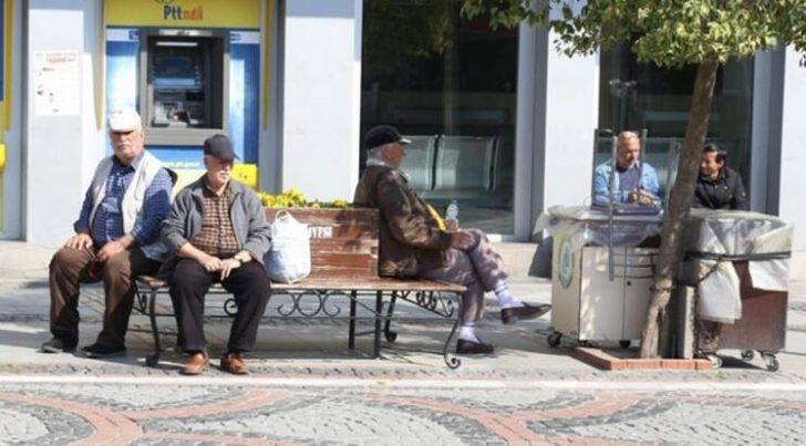 65 yaş ve üstü vatandaşlar için üçüncü sokağa çıkma izni!