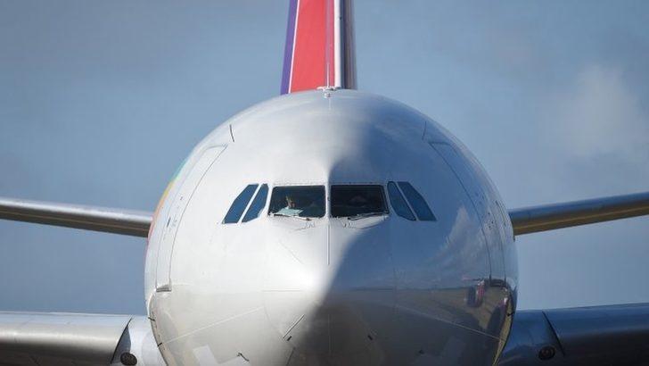 Koronavirüs salgını: Uçaklardaki yeni düzenlemeler neler, havayolu şirketleri hangi önlemleri alıyor?