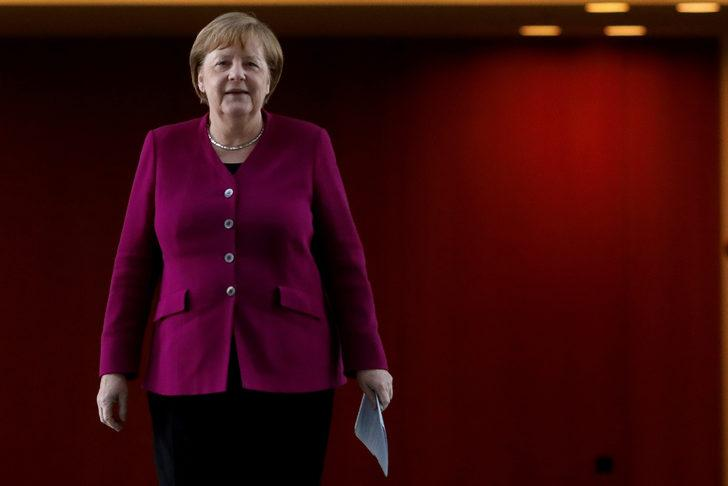 Merkel'den kritik koronavirüs uyarısı: Hala başındayız