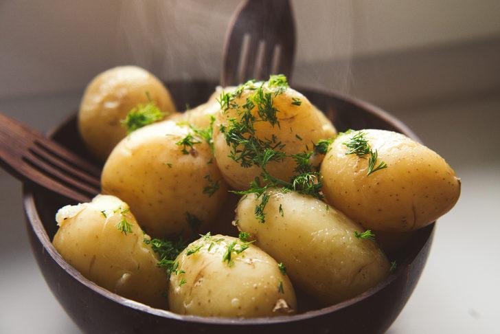 Haşlanmış patatesi tadı bozulmadan nasıl saklayabiliriz?