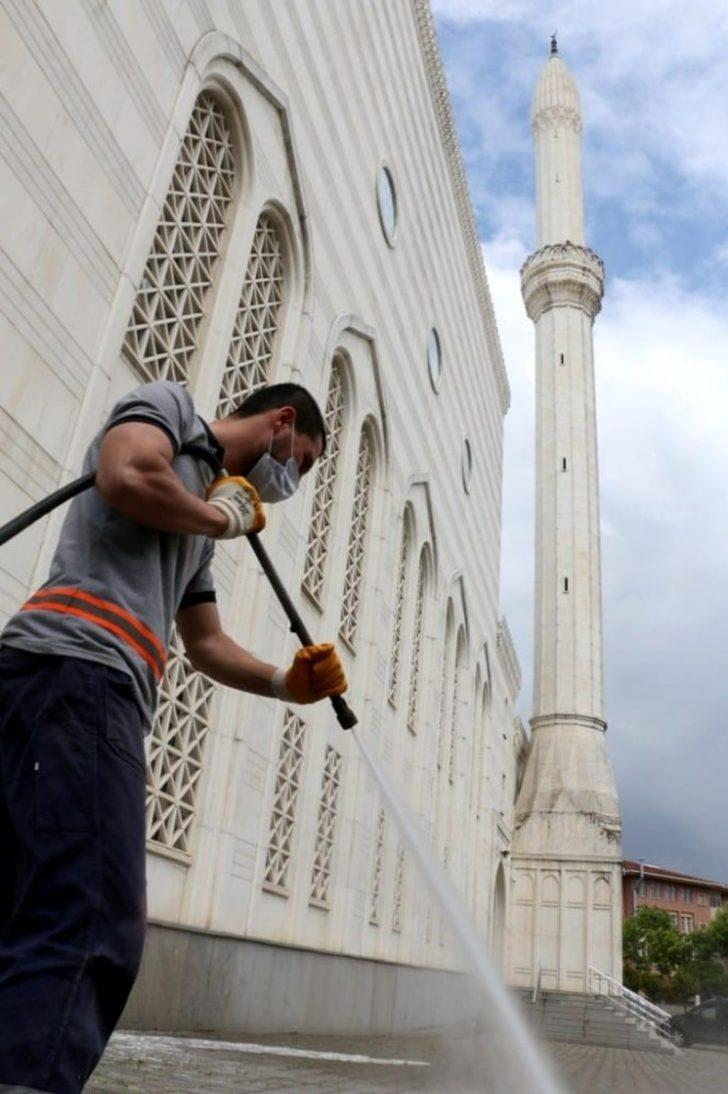 Cuma namazı hangi camilerde kılınabilecek? İstanbul, Ankara'da açık camiler belli oldu!
