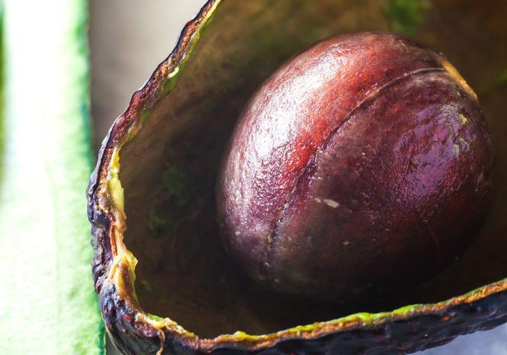 En önemli yerini çöpe atıyoruz! Avokado çekirdeği cildinize bakın nasıl fayda sağlıyor