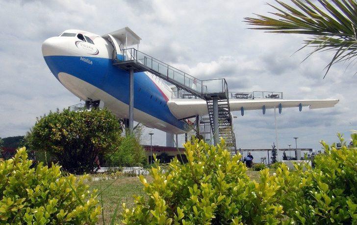 TIR'larla taşıdı! İşte 'uçak restoran'