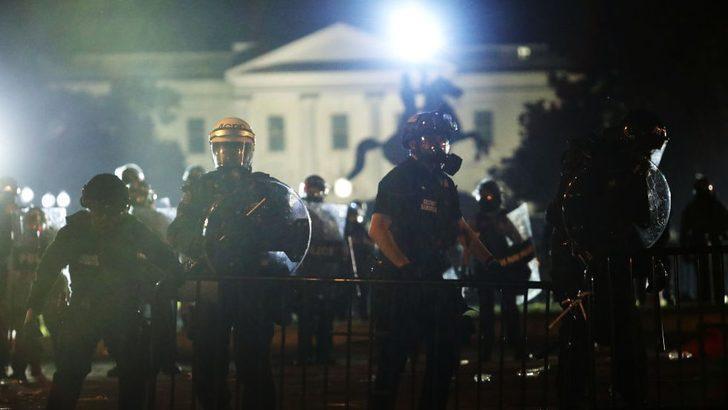 George Floyd protestoları: 'Trump, Beyaz Saray önündeki protestolar sırasında yeraltı sığınağına götürüldü'