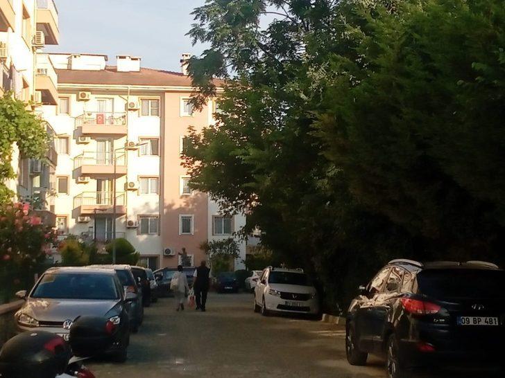 Kuşadası'nda evinde 3 kadınla alem yapan 75'lik dede soyuldu!