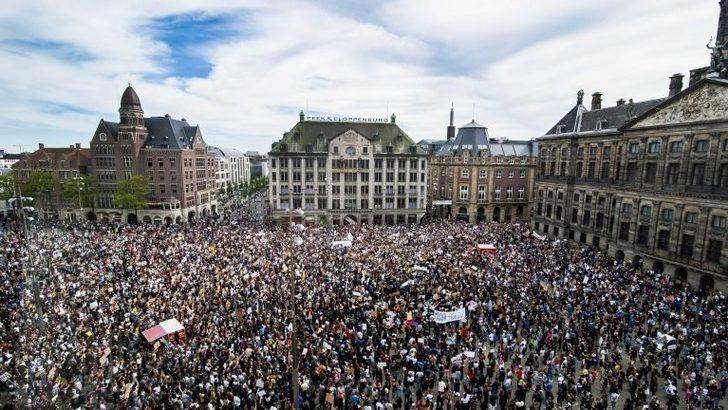 George Floyd protestoları: Amsterdam'daki gösteri sonrası 'Sosyal mesafeye uyulmadı' denilerek belediye başkanının istifası istendi
