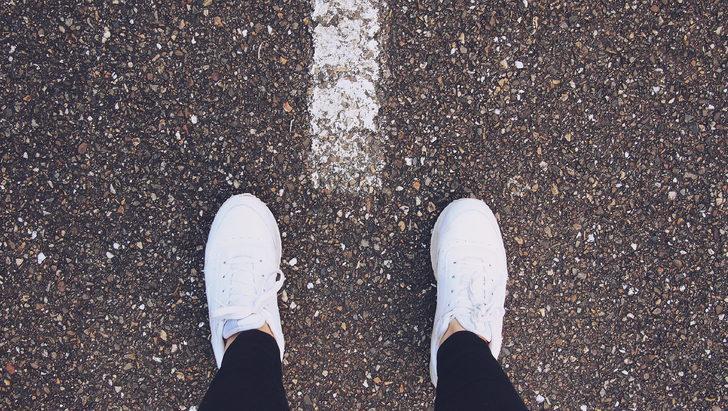 Spor ayakkabılarınız ilk günkü gibi olacak! Diş macunu, su...