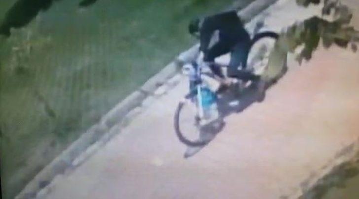 Caminin musluklarıyla, imamın bisikletini çaldılar