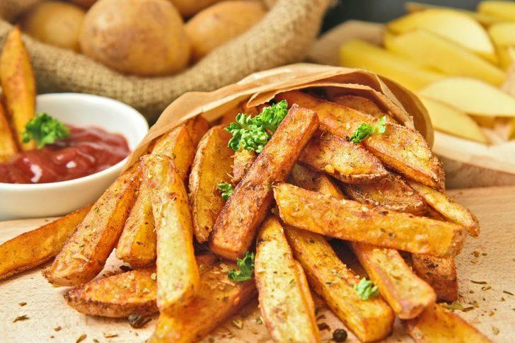 Meğer fast food zincirlerindeki çıtır çıtır patatesin sırrı buymuş! İşte o tarif...