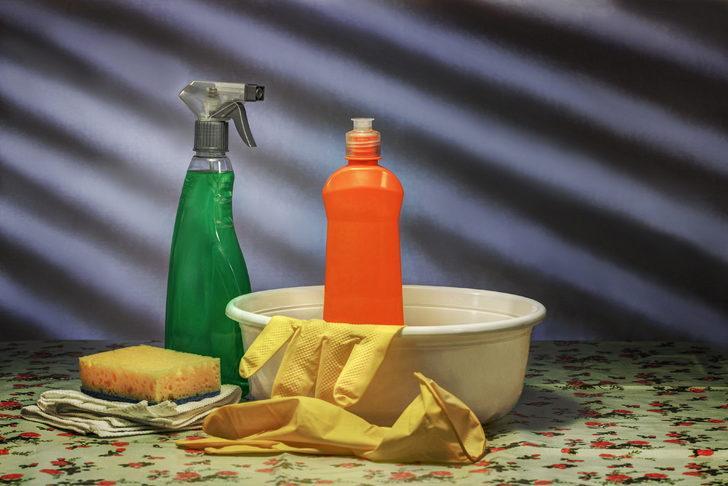 Fırın tellerini temizlemek meğer çok kolaymış! Çöp torbası ve kabartma tozu ile...