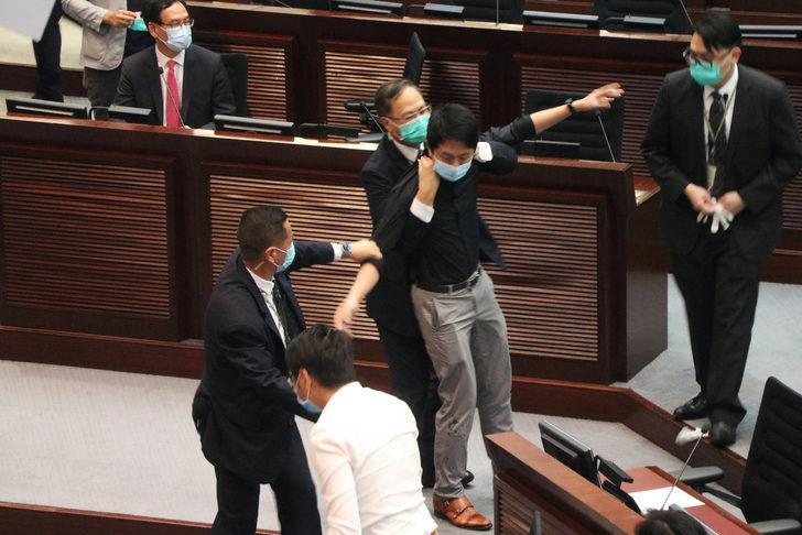 Milli marş değişikliği mecliste arbede çıkardı!