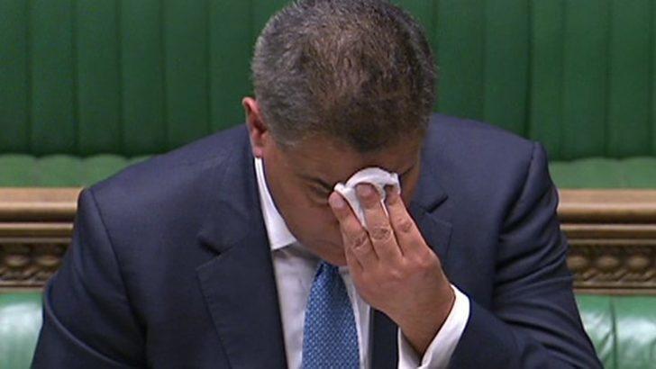 Bakanın konuşma sırasındaki halleri panik yarattı