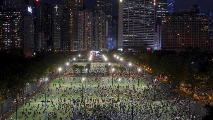 Hong Kong'da Tiananmen Anmasına Polis Müdahalesi