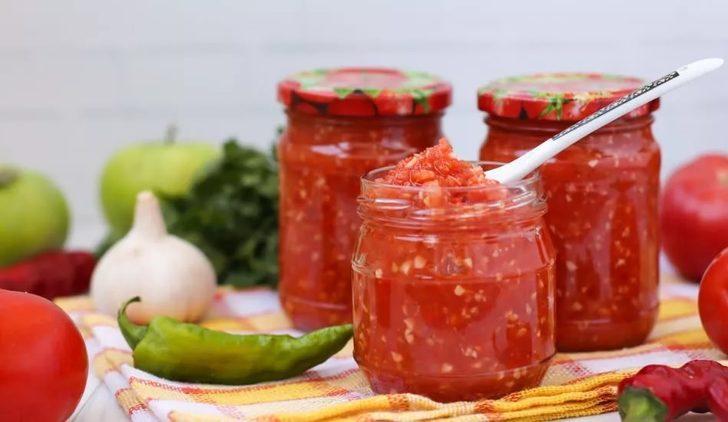 Çürümüş domatesleri sakın atmayın! Çürüyen bölümlerle neler yapıldığına çok şaşıracaksınız...