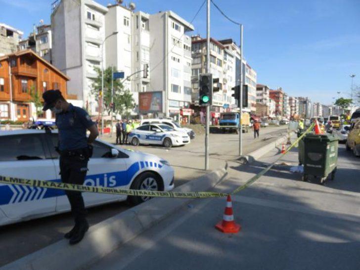 Kadıköy'de feci kaza! Ayağı takılınca otobüsün arka tekerleğinin altında kalarak öldü