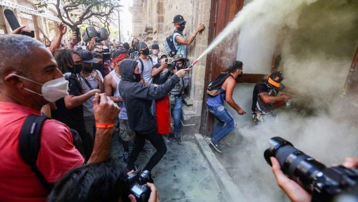 Polis Karşıtı Gösteriler Meksika'da da Sürüyor