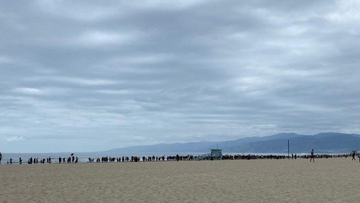 """Los Angeles'ın Ünlü Venice Plajı'nda """"Nefes Alamıyorum"""" Sloganları"""