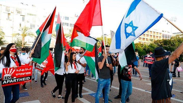 """Binlerce İsrailli Netanyahu'nun """"Batı Şeria'yı ilhak"""" planını protesto etti"""