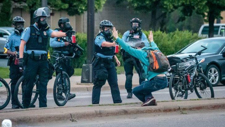 Şehir Konseyi Minneapolis Polis Departmanı'nı Kapatmayı Tartışıyor