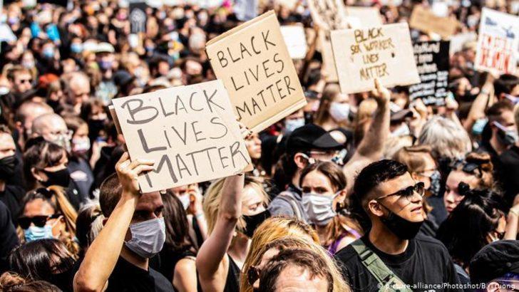 Almanya'daki protestolar için maske ve sosyal mesafe uyarısı