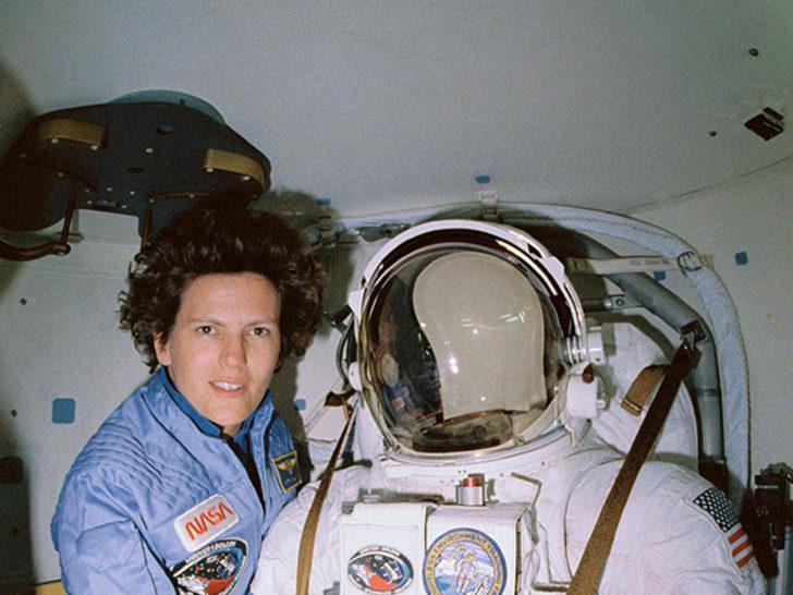 Bu kez yukarı çıkmadı: Uzayda yürüyen ilk ABD'li kadın Kathy Sullivan tekrar tarihe geçti!