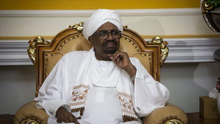 Sudan'da devrik Cumhurbaşkanı Beşir'e yakın yüzlerce kamu çalışanının görevine son verildi
