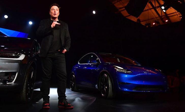 Elon Musk çıldırdı: Tesla şimdi de fiyatı otomobil ile yarışan kırmızı şort üretti!