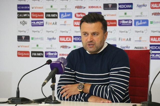 Denizlispor Teknik direktörü Bülent Uygun: Futbolcu kardeşlerimi tebrik ediyorum