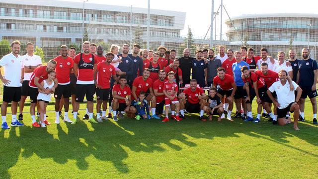 Antalyaspor'da antrenör Dağaşan'a doğum günü kutlaması